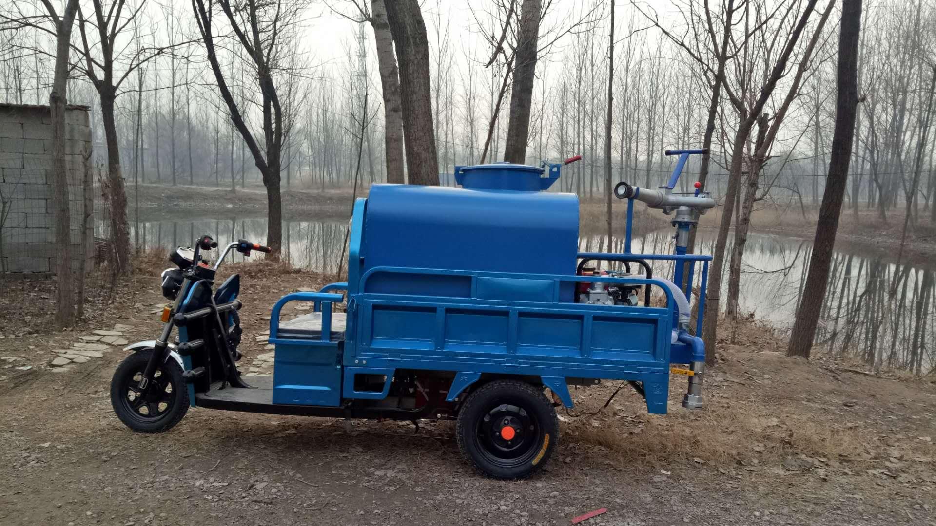 广东省清远市3方小型三轮洒水车    半封闭小型三轮洒水车价格