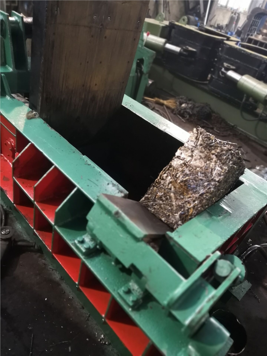 江阴卧式液压废铁液压打包机