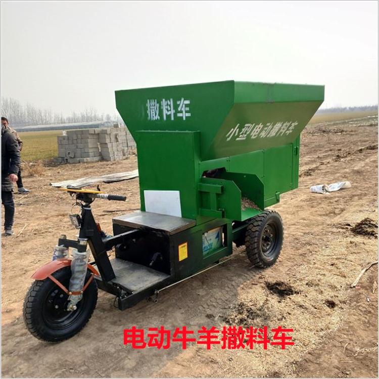 新疆喂牛自动撒料车 电动自动上料撒草车