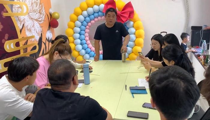 北京气球派对培训推荐气球叔叔网红培训班